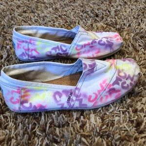 """TOMS - graffiti """"one for one"""" print shoes size 11"""